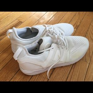 New Balance Shoes - Men's size 11 new balance white sneakers